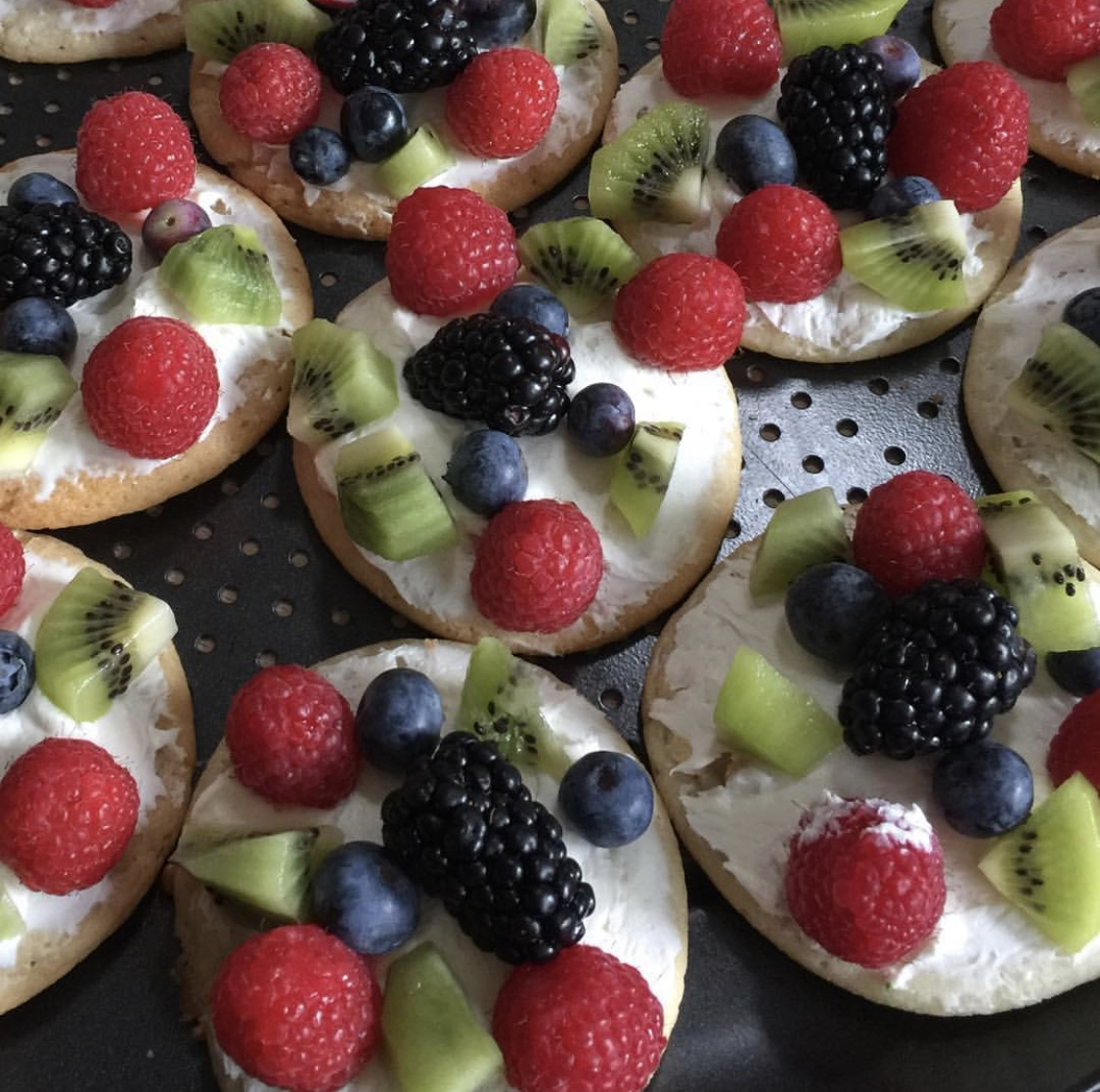 healthy pizza dessert with fruit slices and berries