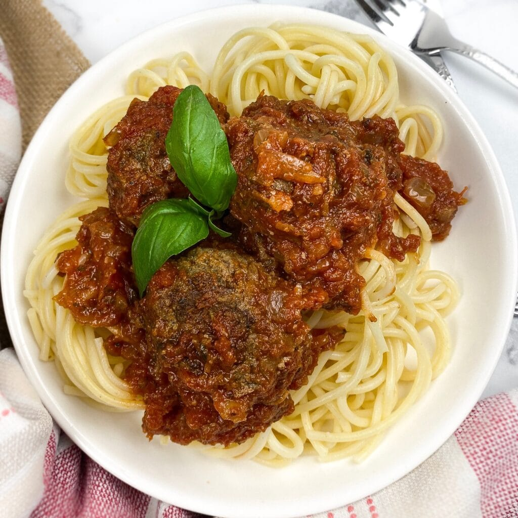 spaghetti and meatball marinara with ground beef homeade restaurant style taste delicious kid friendly