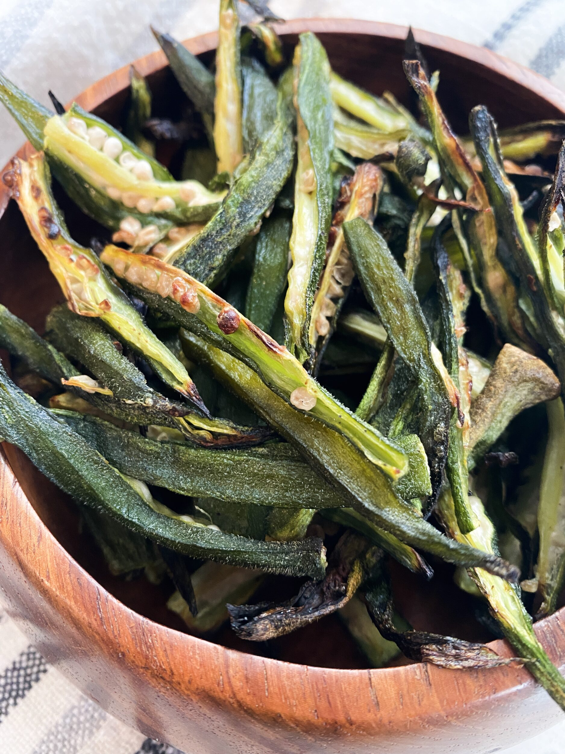 bright green and brown cut and cooked okra