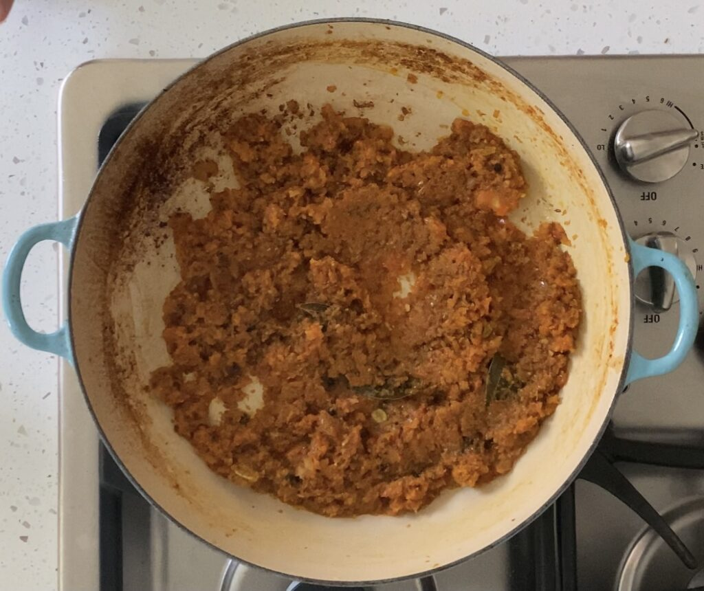 thick gravy with tomato and onion